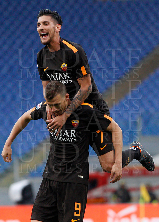 Roma s Edin Dzeko, bottom, is hugged by his teammate Lorenzo Pellegrini after scoring his second goal during the Italian Serie A football match between Roma and Chievo Verona at Rome's Olympic stadium, 28 April 2018.<br /> UPDATE IMAGES PRESS/Riccardo De Luca