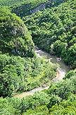 Der Zchalziteli-Fluss unterhalb von Kloster Motsameta. / Zchalziteli river nearby Monastery Motsameta.