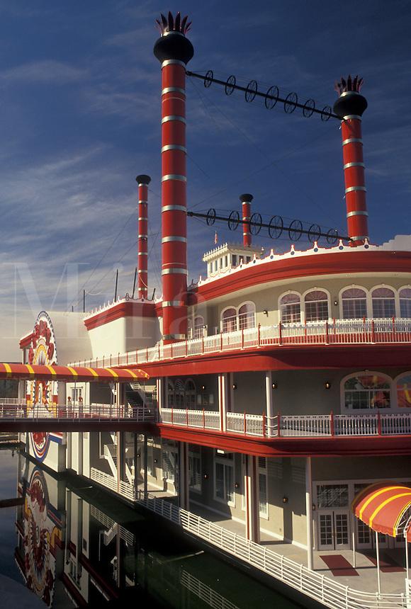 casino, riverboat, steamboat, Mississippi, Vicksburg, MS, Ameristar Riverboat Casino on the Mississippi River in Vicksburg.