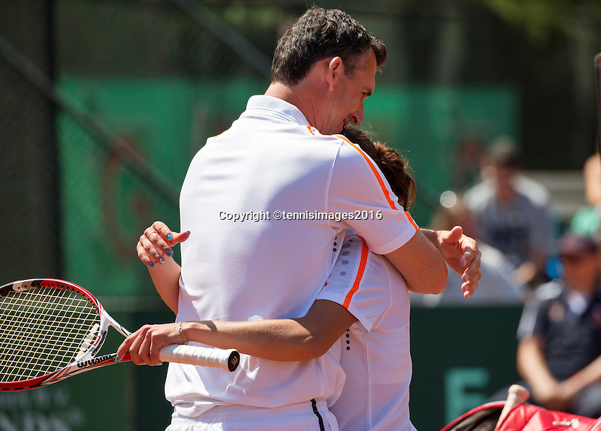 Zandvoort, Netherlands, 05 June, 2016, Tennis, Playoffs Competition, coach Burgersdijk embraces Buznarescu with her vicrory<br /> Photo: Henk Koster/tennisimages.com