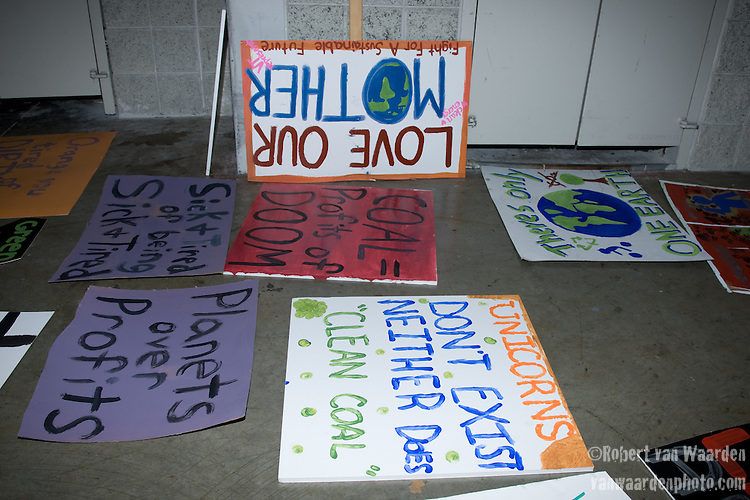 Painting and Preparing for the Rally Day on March 2nd. Power Shift '09 (©Robert vanWaarden ALL RIGHTS RESERVED)