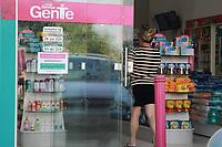 AMERICANA, SP 26.03.2019 - EMPREGO - Proprietaria de uma farmacia na cidade de Americana, está imprimindo CV de pessoas gratuitamente.<br /> Foto: Denny Cesare/Codigo19