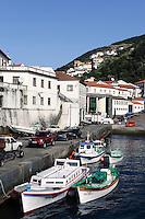 Hafen von Velas auf der Insel Sao Jorge, Azoren, Portugal