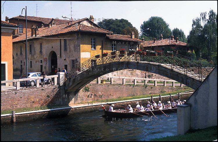 Robecco Sul Naviglio, paese lungo il Naviglio Grande a ovest di Milano --- Robecco Sul Naviglio, small village along the Naviglio Grande channel west of Milan