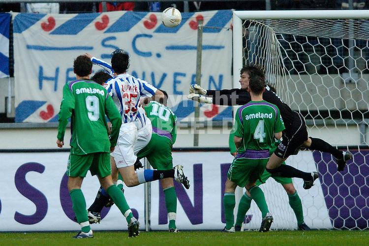 heerenveen - fc groningen eredivisie seizoen 2007-2008 09-12- 2007 brian van loo brengt redding.fotograaf Jan Kanning *** Local Caption ***