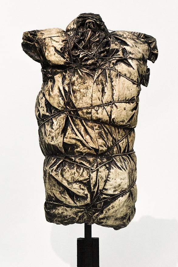 Parigi 7 agosto 2020. In viaggio verso la Bretagna e il Supertramp. Centre Pompidou, esposizione Christo et Jeannne-Claude: uno tra i primi lavori di impacchettamento di Christo.