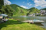 Deutschland, Rheinland-Pfalz, Moseltal, Campingplatz gegenueber von Beilstein an der Mosel | Germany, Rhineland-Palatinate, Moselle Valley, campground on the opposite bank of Beilstein at river Moselle