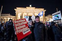 Mehrere hundert Menschne beteiligten sich am Mittwoch den 3. Dezember 2015 in Berlin an einer Anti-Kriegskundgebung anlaesslich der bervorstehenden Bundestagsabstimmung ueber eine Kriegsbeteiligung der Bundesrepublik am Krieg in Syrien. Die Bundesregierung hatte nach den Anschlaegen in Paris innerhalb weniger Tage eine Beteiligung an den Kriegseinsaetzen beschlossen. Diesem Beschluss soll am 4. Dezember das Paralament zustimmen. Zu den Menschen sprach unter anderem Sara Wagenknecht, Fraktionsvorsitzende der Linkspartei.<br /> 3.12.2015, Berlin<br /> Copyright: Christian-Ditsch.de<br /> [Inhaltsveraendernde Manipulation des Fotos nur nach ausdruecklicher Genehmigung des Fotografen. Vereinbarungen ueber Abtretung von Persoenlichkeitsrechten/Model Release der abgebildeten Person/Personen liegen nicht vor. NO MODEL RELEASE! Nur fuer Redaktionelle Zwecke. Don't publish without copyright Christian-Ditsch.de, Veroeffentlichung nur mit Fotografennennung, sowie gegen Honorar, MwSt. und Beleg. Konto: I N G - D i B a, IBAN DE58500105175400192269, BIC INGDDEFFXXX, Kontakt: post@christian-ditsch.de<br /> Bei der Bearbeitung der Dateiinformationen darf die Urheberkennzeichnung in den EXIF- und  IPTC-Daten nicht entfernt werden, diese sind in digitalen Medien nach §95c UrhG rechtlich geschuetzt. Der Urhebervermerk wird gemaess §13 UrhG verlangt.]