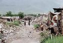 Irak 1992  Dans un quartier d'Halabja , rue encombree de gravats avec maisons en ruines tout au tour  Iraq 1992  In the ruins of Halabja, a street full of rubble with demolished houses all around it
