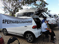 Recife - PE, 17/03/2021 - Donos de vans de turismo de todo estado fazem protesto no centro do Recife, eles querem uma audiência com o Governador para resolver auxilio emergencial e imposto dos veículos.
