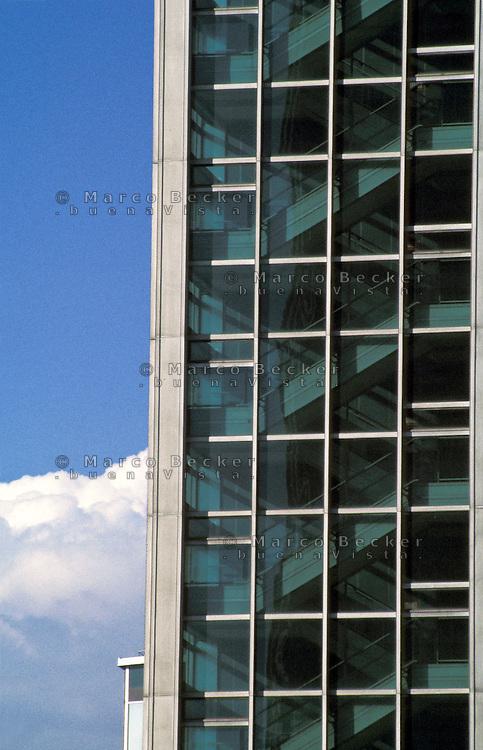 milano, edificio al centro direzionale in via melchiorre gioia --- milan, building at the business center in melchiorre gioia street