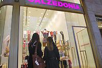 - shopping nel centro di Milano, corso Vittorio Emanuele....- shopping in Milan downtown, Vittorio Emanuele avenue