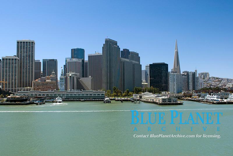 Ferry Building Marketplace, TransAmerica Building on right, wharves, Port of San Francisco, San Francisco, California, USA, Pacific Ocean
