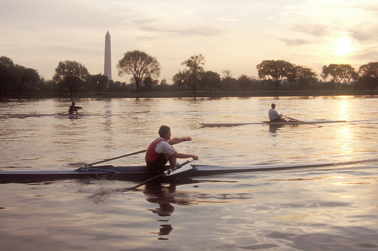 Rowing, Washington DC: Washington Monument, Potomac Boat Club rowers in single racing shells, Potomac River, District of Columbia, USA, North America, .