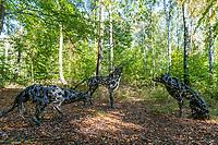 """Installation """"Wölfe"""" der Künstlerin Marion Burghouwt, Internationaler Kunst-Wanderweg Fläming, Naturpark Hoher Fläming, Potsdam-Mittelmark, Brandenburg, Deutschland"""