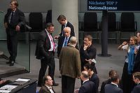 Konstituierende Sitzung des Deutschen Bundestag am Dienstag den 24. Oktober 2017.<br /> Im Bild: Die Abgeordneten warten auf die Ausaehlung einen zweiten Wahlgangs fuer die Wahl eines stellv. Bundestagspraesident, da der Kandidat der AfD, Albrecht Glaser (Bildmitte), nicht die erforderliche Mehrheit bekommen hat.<br /> 24.10.2017, Berlin<br /> Copyright: Christian-Ditsch.de<br /> [Inhaltsveraendernde Manipulation des Fotos nur nach ausdruecklicher Genehmigung des Fotografen. Vereinbarungen ueber Abtretung von Persoenlichkeitsrechten/Model Release der abgebildeten Person/Personen liegen nicht vor. NO MODEL RELEASE! Nur fuer Redaktionelle Zwecke. Don't publish without copyright Christian-Ditsch.de, Veroeffentlichung nur mit Fotografennennung, sowie gegen Honorar, MwSt. und Beleg. Konto: I N G - D i B a, IBAN DE58500105175400192269, BIC INGDDEFFXXX, Kontakt: post@christian-ditsch.de<br /> Bei der Bearbeitung der Dateiinformationen darf die Urheberkennzeichnung in den EXIF- und  IPTC-Daten nicht entfernt werden, diese sind in digitalen Medien nach §95c UrhG rechtlich geschuetzt. Der Urhebervermerk wird gemaess §13 UrhG verlangt.]