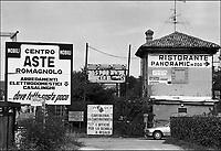 - paesaggio suburbano lungo la strada statale Rimini - San Marino (giugno 1997)....- suburban landscape along the highway Rimini - San Marino (June 1997)