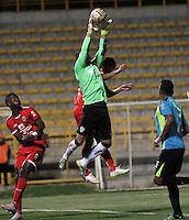 BOGOTA - COLOMBIA -19 -03-2016: Luciano Ospina (Izq.) jugador de Fortaleza FC, disputa el balón con Diego Novoa (Der.) portero de La Equidad, durante partido entre Fortaleza FC  y La Equidad por la fecha 10 de la Liga Aguila I-2016, jugado en el estadio Metropolitano de Techo de la ciudad de Bogota. / Luciano Ospina (L) player of Fortaleza FC  vies for the ball with Diego Novoa (R) goalkeeper of La Equidad, during a match between Fortaleza FC and La Equidad for the  date 10 of the Liga Aguila I-2016 at the Metropolitano de Techo Stadium in Bogota city, Photo: VizzorImage  / Luis Ramirez / Staff.