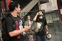 SÃO PAULO,SP,17.05.2015 - PROTESTO SP - Manifestante durante Marcha do Panelaço ato organizado pela internet realizado no vão livre do Masp na Avenida Paulista região centro sul de São Paulo, neste domingo, 17. (Foto Marcio Ribeiro / Brazil Photo Press).