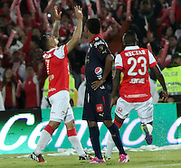 BOGOTA -COLOMBIA, 21-DICIEMBRE-2014. Luis Carlos Arias del Independiente Santa Fe  celebra su gol anotado al Independiente Medellin durante  partido de la final vuelta de la Liga Postobon 2014-II del futbol colombiano primera division  jugado en el estadio Nemesio Camacho El Campin de Bogota . /  Independiente Santa Fe  player Luis Carlos Arias  celebrates his goal scored at Indepenediente Medellin  during the final round match of the 2014-II Liga Postobon Colombian Primera Division football played at the stadium Nemesio Camacho El Campin in Bogota . Photo / VizzorImage / Felipe Caicedo  / Staff