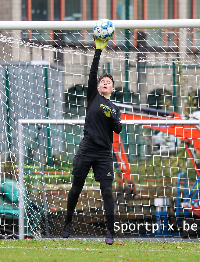 Goalkeeper Hazel Engelen (18 Woluwe) makes a save during the warm up before a female soccer game between FC Femina White Star Woluwe and Sporting Charleroi on the 10 th matchday of the 2020 - 2021 season of Belgian Scooore Womens Super League , Saturday 19 th of December 2020  in Woluwe , Belgium . PHOTO SPORTPIX.BE | SPP | SEVIL OKTEM