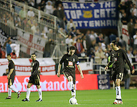 Tottenham Hotspur's players react after Sevilla scored during their UEFA Cup quarter-final, first leg soccer match between Tottenham Hotspur and Seville at Ramon Sanchez Pizjuan stadium in Seville April 5, 2007. (INSIDE/ALTERPHOTOS/Steve Clark) Coppa Uefa Siviglia Tottenham