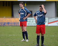 VV Tielt - SV Anzegem : grote ontgoocheling bij Anzegem na het verlies. Met Bruno Vanterwyngen (links)<br /> foto VDB / BART VANDENBROUCKE