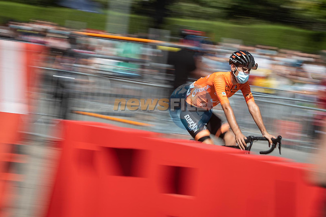 Euskaltel-Euskadi head to sign on before the start of Stage 11 of La Vuelta d'Espana 2021, running 133.6km from Antequera to Valdepeñas de Jaén, Spain. 25th August 2021.<br /> Picture: Unipublic/Charly Lopez | Cyclefile<br /> <br /> All photos usage must carry mandatory copyright credit (© Cyclefile | Charly Lopez/Unipublic)