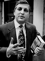 Author Sam Giancana<br /> <br /> Photo : Boris Spremo - Toronto Star archives - AQP