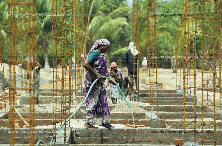 INDIA Tamil Nadu, Nagapattinam, village Vilundamavadi, house building project for Tsunami victims / INDIEN Tamil Nadu, Nagapattinam, Fischerdorf Vilundamavadi, Hausbau Projekt der NGO DPG fuer Tsunami Opfer