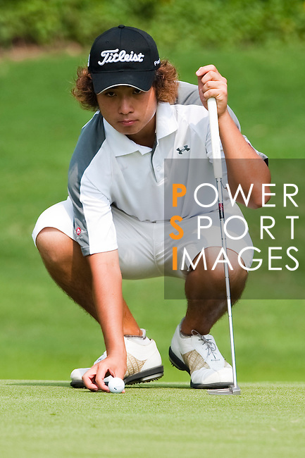 SHENZHEN, CHINA - OCTOBER 29: Shinichi Mizuno of Hong Kong lines up a put on the 18th green during the day one of Asian Amateur Championship at the Mission Hills Golf Club on October 29, 2009 in Shenzhen, Guangdong, China.  (Photo by Victor Fraile/The Power of Sport Images) *** Local Caption *** Shinichi Mizuno
