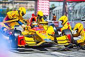 2017 Verizon IndyCar Series<br /> Toyota Grand Prix of Long Beach<br /> Streets of Long Beach, CA USA<br /> Sunday 9 April 2017<br /> Ryan Hunter-Reay pit stop<br /> World Copyright: Gavin Baker/LAT Images