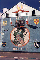 Northern Ireland conflict on the walls, Graffiti of Belfast. Catholic and Protestant murals on both sides of the streets of Belfast, April 1998. Photo by Quique Kierszenbaum