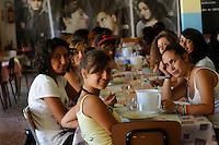 """colonie estive, riviera adriatica, Bellaria Igea Marina, colonia """"Ragazzi e Cinema"""",durante il pranzo."""