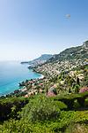 Frankreich, Provence-Alpes-Côte d'Azur, Roquebrune-Cap-Martin: Blick ueber Roquebrune Bucht nach Monte Carlo | France, Provence-Alpes-Côte d'Azur, Roquebrune-Cap-Martin: View along Roquebrune Bay to Monte Carlo