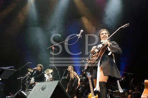 22/05/2006 Barbican Hall, London, England. Brazilian legends Mutantes play a reunion gig after 33 years. Original members on stage: Sergio Dias, Arnaldo Baptista, Ronaldo 'Dinho' Leme, with singer Zelia Duncan. Sergio Dias.