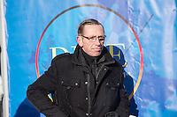 """Etwa 1.000 Menschen kamen am Sonntag den 8. Februar 2015 in Dresden zu einer Kundgebung der Pegida-Abspaltung """"Direkte Demokratie fuer Europa"""" DDfE. Angemeldet hatten die Veranstalter eine Versammlung mit 5.000 Menschen. Die Redner rechtfertigten die Abspaltung von Pegida mit politischen Differenzen, wenngleich sie indirekt dazu aufriefen sich am kommenden Tag an der Pegida-Veranstaltung zu beteiligen. In den Reden wurde sich u.a. ueber die Fluechtlingspolitik in Deutschland und ueber eine """"mangelnde Einbeziehung des Volkes"""" in politische Entscheidungen beklagt.<br /> Im Bild: Rene Jahn, ehem. Pegida-Gruendungsmitglied und jetzt DDfE-Gruender.<br /> 8.2.2015, Dresden<br /> Copyright: Christian-Ditsch.de<br /> [Inhaltsveraendernde Manipulation des Fotos nur nach ausdruecklicher Genehmigung des Fotografen. Vereinbarungen ueber Abtretung von Persoenlichkeitsrechten/Model Release der abgebildeten Person/Personen liegen nicht vor. NO MODEL RELEASE! Nur fuer Redaktionelle Zwecke. Don't publish without copyright Christian-Ditsch.de, Veroeffentlichung nur mit Fotografennennung, sowie gegen Honorar, MwSt. und Beleg. Konto: I N G - D i B a, IBAN DE58500105175400192269, BIC INGDDEFFXXX, Kontakt: post@christian-ditsch.de<br /> Bei der Bearbeitung der Dateiinformationen darf die Urheberkennzeichnung in den EXIF- und  IPTC-Daten nicht entfernt werden, diese sind in digitalen Medien nach §95c UrhG rechtlich geschuetzt. Der Urhebervermerk wird gemaess §13 UrhG verlangt.]"""