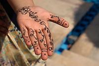 Mendi (Bemalen von Haenden oder Fuessen mit Henna), Jaipur (Rajasthan), Indien