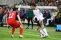 Leroy Sane (Deutschland Germany) gegen Afran Ismayilov (Aserbaidschan) - 08.10.2017: Deutschland vs. Asabaidschan, WM-Qualifikation Spiel 10, Betzenberg Kaiserslautern