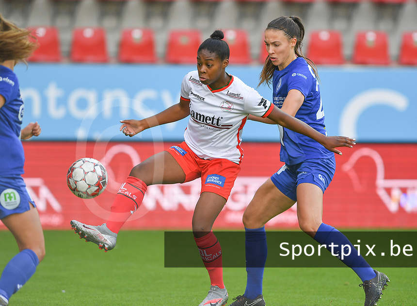 Essevee's Esther Buabadi pictured in a fight for the ball with Gent's Silke Vanwynsberghe (21)  during a female soccer game between Zulte Waregem and the KAA Gent Ladies on the fourth matchday of the 2020 - 2021 season of Belgian Scooore Womens Super League , saturday 10 October 2020  in Waregem , Belgium . PHOTO SPORTPIX.BE | SPP | DAVID CATRY