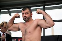 Adnan Redzovic (Sarajevo) auf der Waage