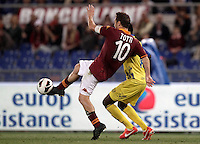 Calcio, Serie A: Roma vs Chievo Verona, Stadio Olimpico, , 7 maggio  2013..AS Roma forward Francesco Totti is challenged by ChievoVerona midfielder Isaac Cofie, partially hidden, during the Italian serie A football match between Roma and ChievoVerona at Rome's Olympic stadium, 7 maggio  2013..UPDATE IMAGES PRESS/Isabella Bonotto