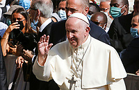 Pope Francis waves to faithful at the end of his weekly general audience in St. Damaso courtyard at the Vatican, September 16, 2020.<br /> UPDATE IMAGES PRESS/Riccardo De Luca<br /> <br /> STRICTLY ONLY FOR EDITORIAL USE