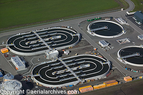 aerial photograph Ellis Creek wastewater treatment plant, Petaluma, Sonoma county, California