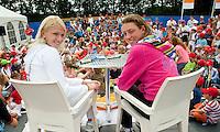17-6-09, Rosmalen, Tennis, Ordina Open 2009, Kidspersconferentie met Michaela Krajicek en haar dubbel partner Yanina Wickmayer uit Belgie(R)