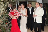 ---- PAS DE TABLOIDS, PAS DE WEB --- S.A.S. le Prince Albert II et S.A.R. la Princesse Caroline de Hanovre<br /> Bal de la Rose 2016 imaginÈ par Karl Lagerfeld. SoirÈe Cuba donnÈe au profit de la Fondation Princesse Grace. Monaco, 19/03/2016.