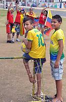 FORTALEZA - BRASIL -04-07-2014. Los hinchas colombianos y basileños disfrutan previo al juego de los cuartos de final entre Colombia (COL) y Brasil (BRA), hoy 4 de julio de 2014, por la Copa Mundial de la FIFA Brasil 2014 jugado en el Estadio Castelao de Fortaleza./ Fans of Colombia and Brazil enjoy prior the match of the Quarter-Finals between Colombia (COL) and Brazil (BRA), today July 4 2014 for the 2014 FIFA World Cup Brazil played at Castelao stadium in Fortaleza. Photo: VizzorImage / Alfredo Gutiérrez / Contribuidor
