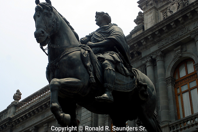 """Statue of Carlos IV of Spain in front of the """"Mexican Museum of San Carlos"""""""