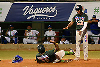 MONTERIA - COLOMBIA, 13-11-2019: Vaqueros de Montería y Toros de Sincelejo en el juego 1 de la serie 1 de la Liga Profesional de Béisbol Colombiano temporada 2019-2020 jugado en el estadio estadio Dieciocho de Junio de la ciudad de Montería. Victoria para Toros por marcador de 13-6. / Vaqueros de Monteria and Toros de Sincelejo in match 1 series 1 as part Colombian Baseball Professional League season 2019-2020 played at Baseball Stadium on June 18 in Monteria city. Victory to Toros by score of 13-6, Photo: VizzorImage / Andres Felipe Lopez / Cont
