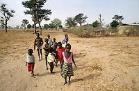 - children in Kaolak village....- bambini nel villaggio di Kaolak